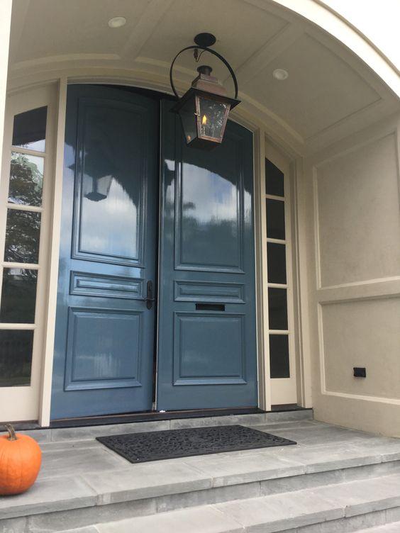 Shelter high gloss for European front doors