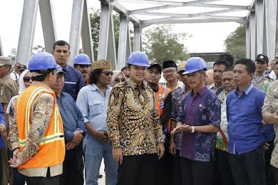 Tinjau Jembatan Way Sekampung 2,  Ridho Disambut Hangat oleh Sujadi dan Masyarakat Pringsewu