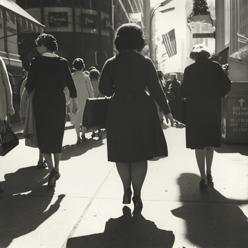 imagenes bellas en blanco y negro, fotos vintage, cool pictures -- fotografa Vivian Maier, Chicago, 1960, 3 Women Walking.