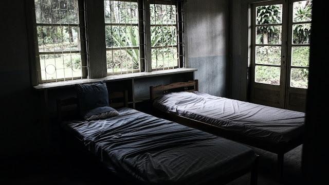 kamar di rumah pengabdi setan