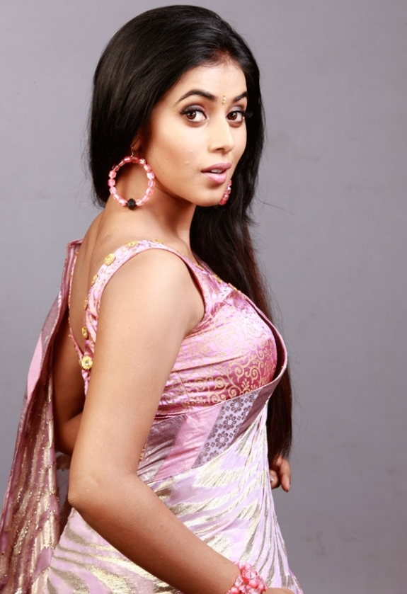 Telugu Hot Girl Poorna Long Hair Hip Navel Show Stills In Designer Pink Saree