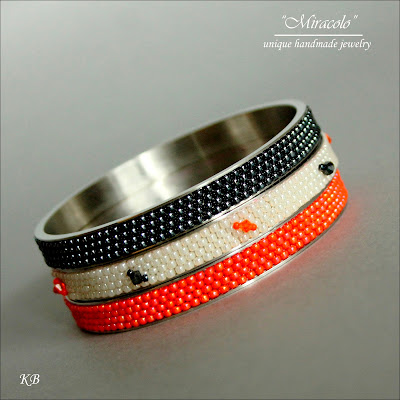 bransoletki na bazach nunn, bracelets