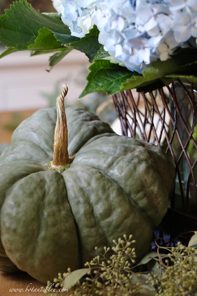 french-style-wire-basket-green-pumpkin-fall-display