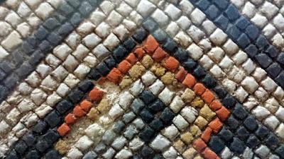 Motifs géométriques carrés de la mosaïque Louvignies.
