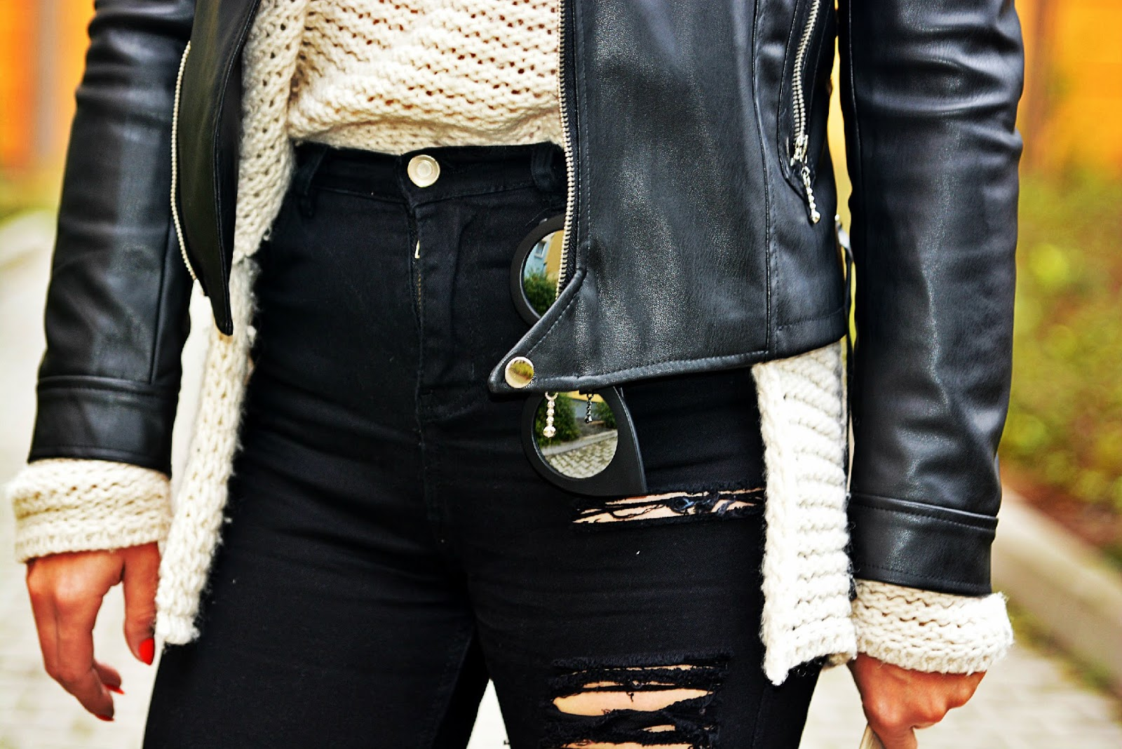 high_waist_pants_black_biker_jacket_beige_hat_7