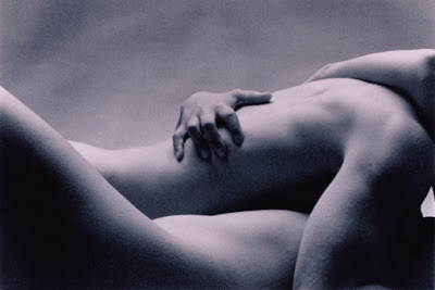 Resultado de imagem para corpos se amando a preto e branco