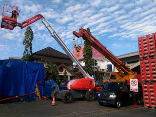 Kontraktor Peralatan Berat Surabaya Manlift