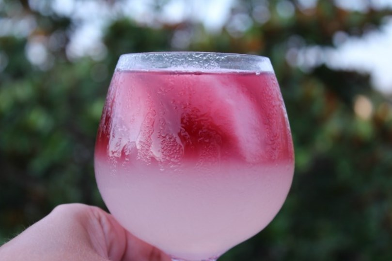 Call Me A Cab Vodka Lemonade Wine Cocktail #cocktails #summerdrink
