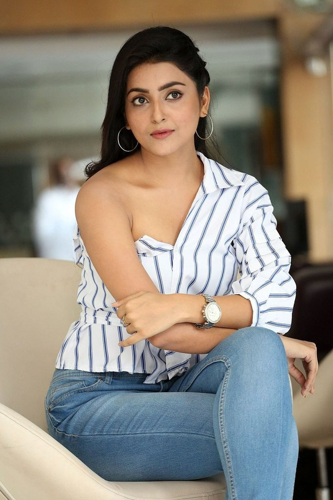 Avantika Mishra at Vaisakham Movie Press Meet Gallery
