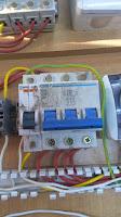 circuit breaker احد مكونات الكنترول