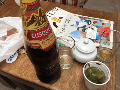 piedra de los 12 ángulos en la cerveza cusqueña. cuzco. perú