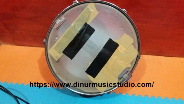 snare drum yang sudah diberi lakban