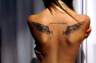 tatuagem nas costas delicadas