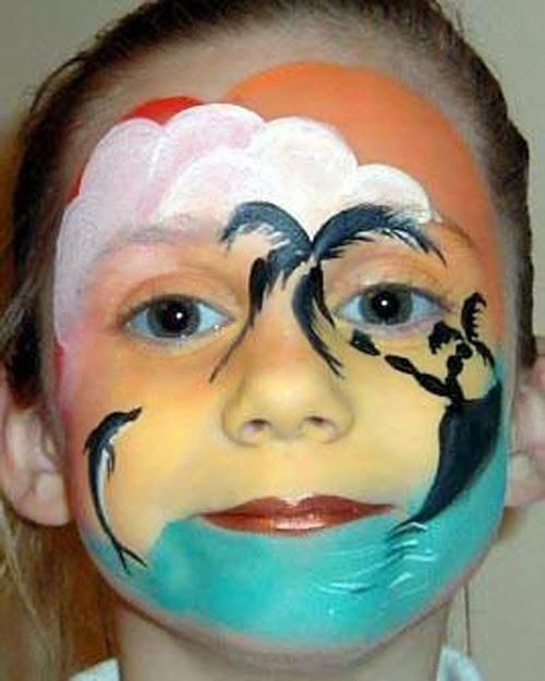 23c362a93fbf4 لوحة فنية كاملة الصورة في رسم بالالوان على وجه اطفال مثل مظهر الغروب للطفلة  في هذه الصورة