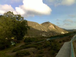 pemandangan gunung kelimutu