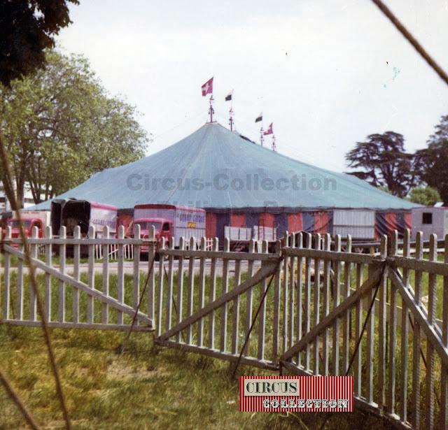 le petit coté de la grande tente du cirque