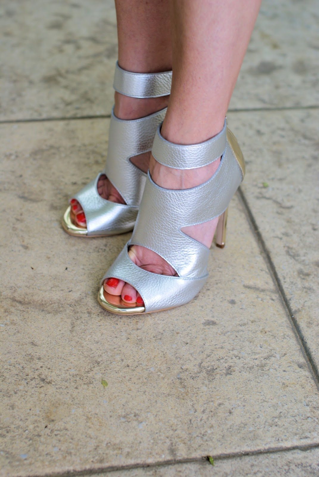 Lorenzo Mari silver sandals on Fashion and Cookies fashion blog, fashion blogger style