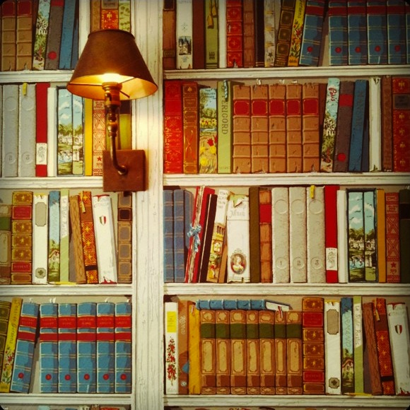 trompe l 39 oeil book wallpaper and furnishing fabric. Black Bedroom Furniture Sets. Home Design Ideas