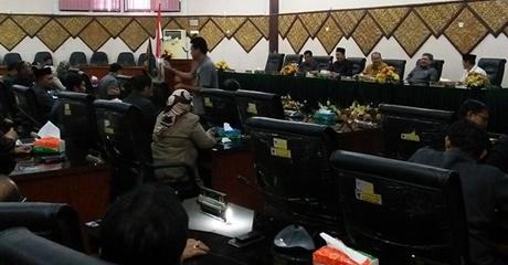 Pemberhentian Erisman Sebagai Ketua DPRD Kota Padang Tunggu Persetujuan Gubernur Sumbar