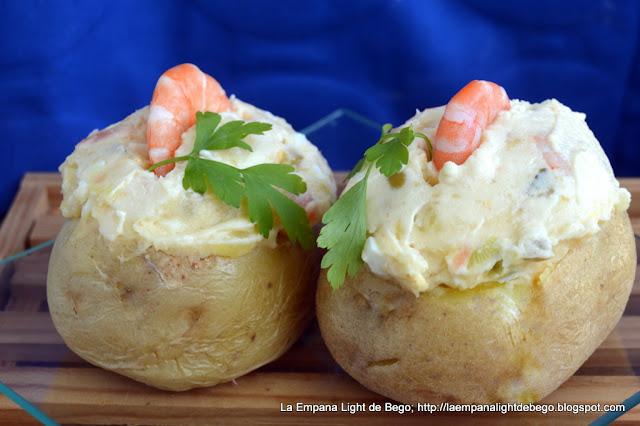 patatas-rellenas-de-ensaladilla-de-salmon-y-langostinos