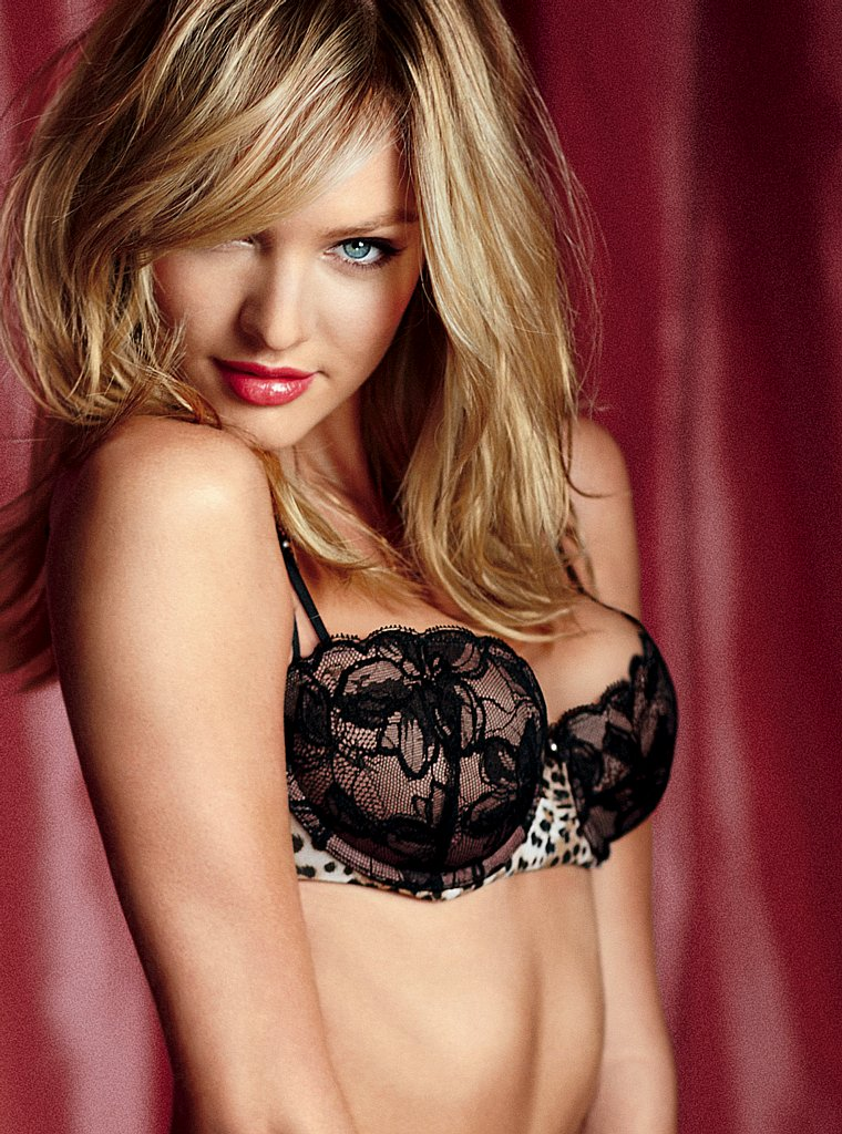 521 Entertainment World: Candice Swanepoel Hot & Sexy