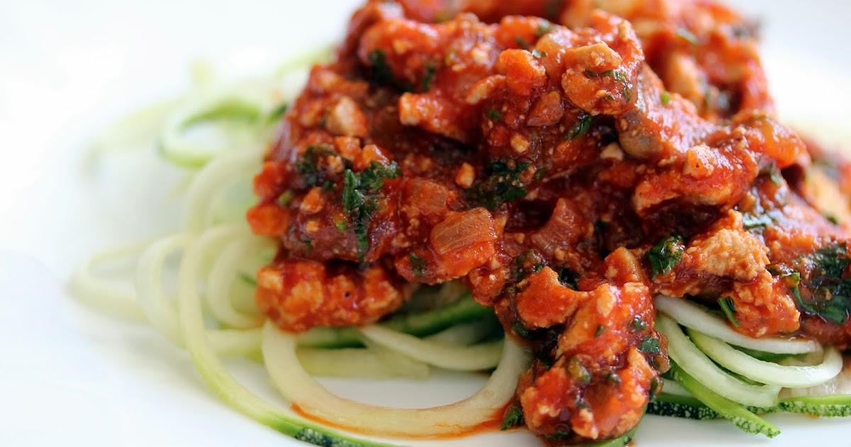sachen die gl cklich machen zucchini spaghetti mit r uchertofu bolognese low carb vegan. Black Bedroom Furniture Sets. Home Design Ideas