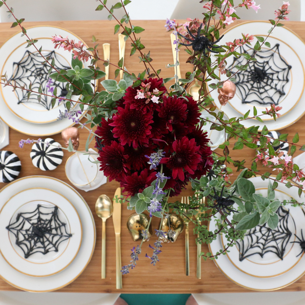Dark and Sophisticated Halloween Party styling and DIY decoration ideas - How to throw the perfect Halloween party