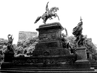 A Mais Antiga Estátua Equestre da Argentina, na Plaza San Martín, Buenos Aires