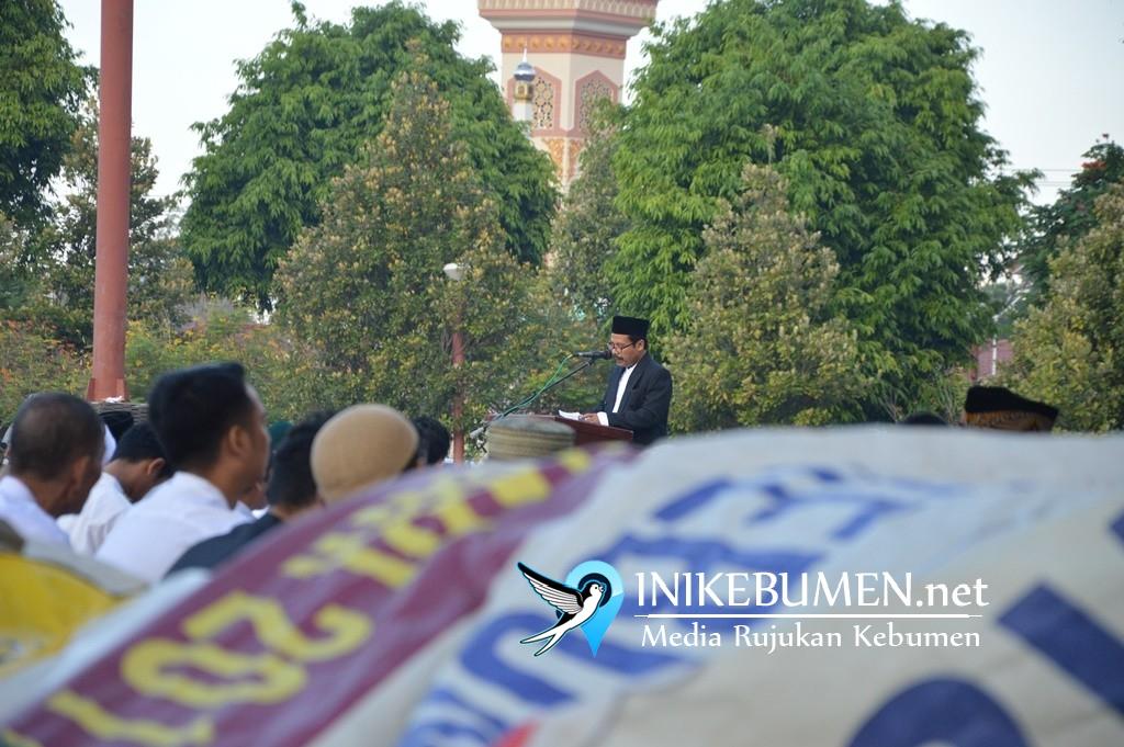 Khotib Idul Fitri di Kebumen Sebut Sosial Media Telah jadi Sesembahan Baru