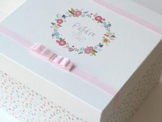 κουτί βάπτισης με λουλουδένιο στεφανάκι και ροζ φιόγκο