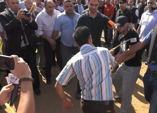 إعادة تمثيل الجريمة.. مصري يكشف كيف قتل مغربيا وقطعه بمنشار وأحرق جثته بطنجة