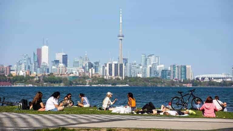 كندا-تسجل-ارتفاعا-ملموسا-لحصية-الوفيات-اليومية-بفيروس-كورونا/