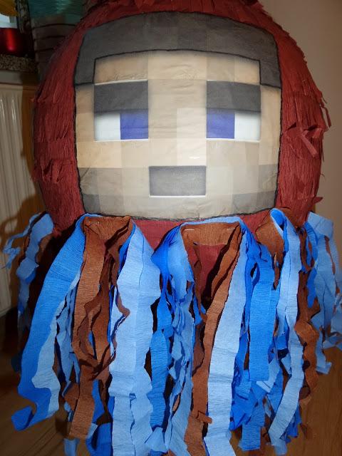8. Piniata Minecraft Steve