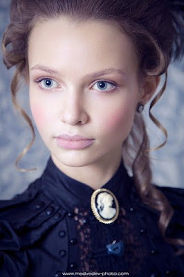 Steampunk makeup for authentic historical victorian makeup. Neo-victorian style pale white skin and light lips. Natural makeup.