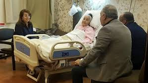 وزيرة التضامن غادة والي تزور الفنانة القديرة مديحة يسري
