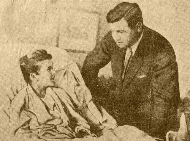 Ilustrção: Johnny Sylvester, em leito de hospital, recebe Babe Ruth