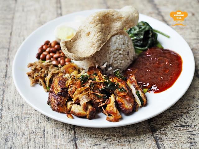 Dons Warong Nasi Lemak Kukus Johor With Ayam Goreng Berempah