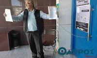 Αλυσοδέθηκε έξω από τα δικαστήρια της Καλαμάτας