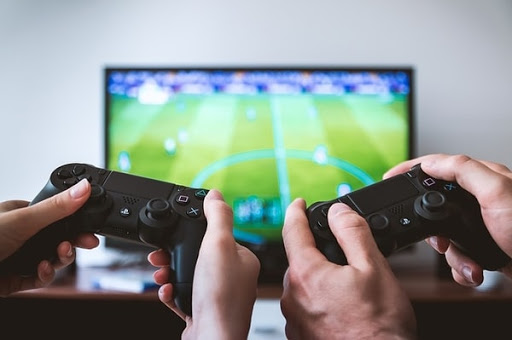 4 Adverse Effects of Too Much Video Games on Teens
