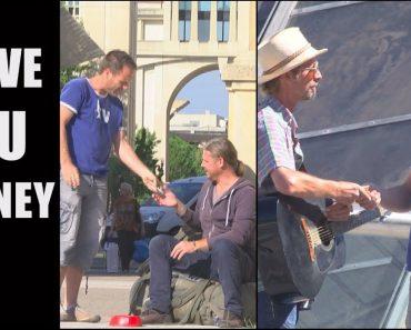 Rémi Gaillard donne 500 euros aux passants qu'il croise dans la rue