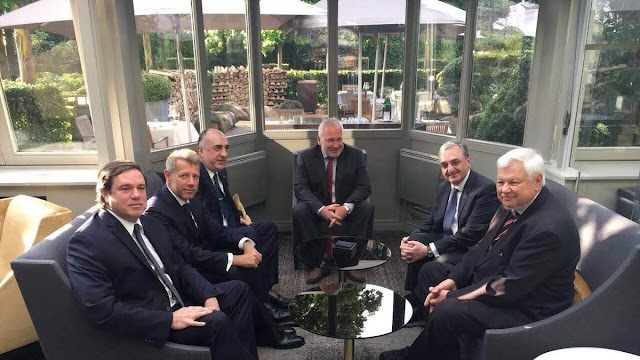 Cancilleres de Armenia y Azerbaiyán se reunieron en Bruselas