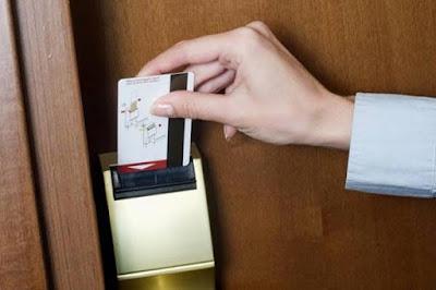 Tiện lợi Khóa cửa điện tử với khóa cửa thường