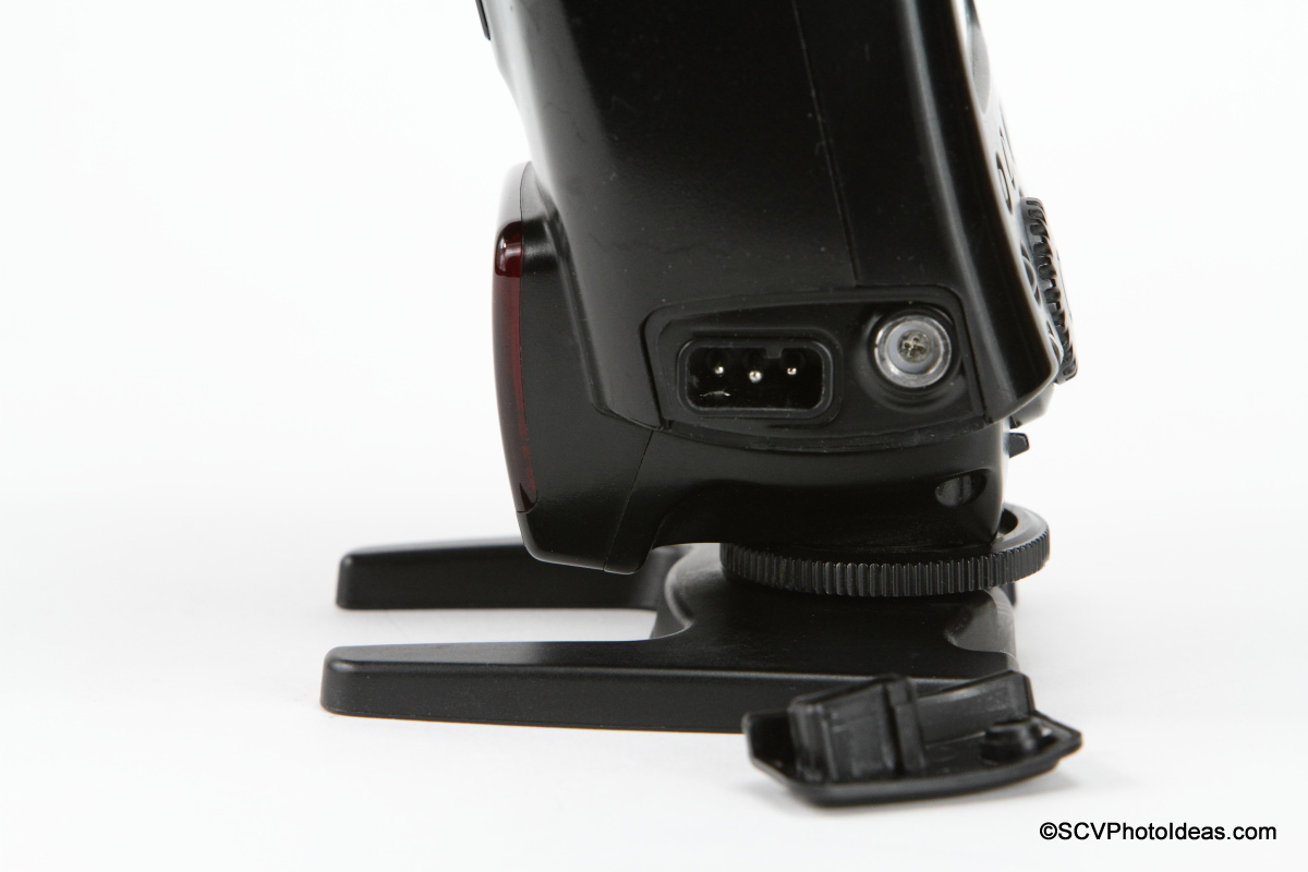 Canon Speedlite 580EX battery connector and mounting socket closeup