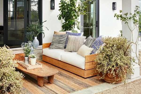 http://www.lush-fab-glam.com/2016/05/julianne-houghs-stunning-outdoor-space.html