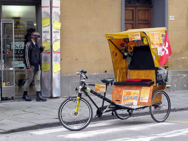 Pisan pedicab with its driver, Pisa