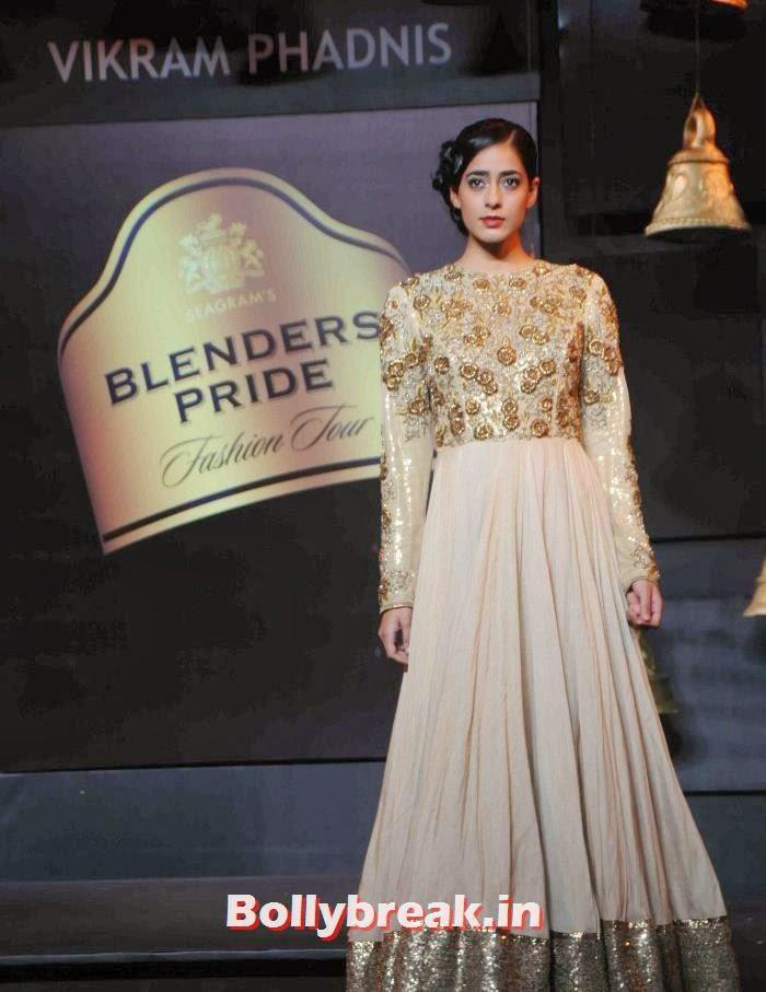 Diva Dhawan, Models Walk the Ramp for Vikram Phadnis at BPFT 2013