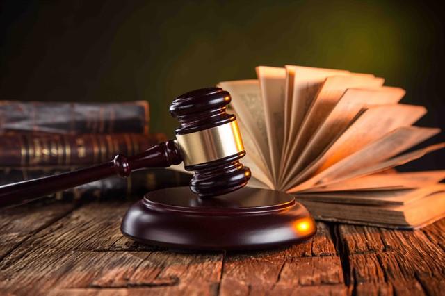 ما المقصود بقاعدة عدم جواز الاعتذار بجهل القانون؟ و ما هو الاستثناء من القاعدة ؟