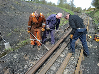 Ryan, Les and Ian manoeuvring a 60' rail into position