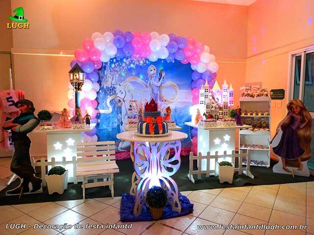 Mesa decorada provençal simples - Decoração infantil Os Enrolados (Rapunzel) - Aniversário feminino
