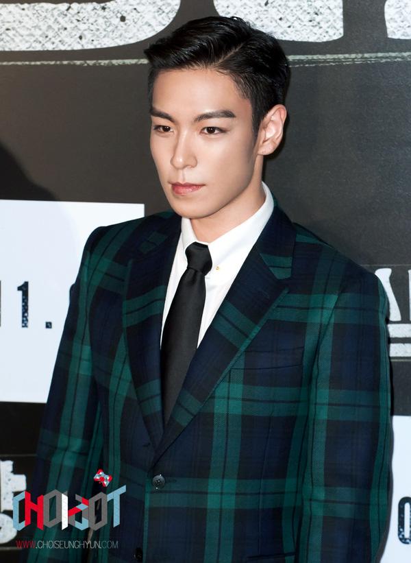 T.O.P (Big Bang) bị chỉ trích vì vứt thuốc lá xuống đường trước mặt fan